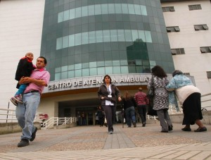 MEDICOS DEL HOSPITAL REGIONAL DE CONCEPCION, REITERAN DEMANDA POR DEFICIT. REALIZARON TERCERA PROTESTA. EN LA IMAGEN, CENTRO DE ATENCION AMBULATORIA. EL SUR MIERCOLES 9 DE OCTUBRE DE 2013. PAGS 1-7